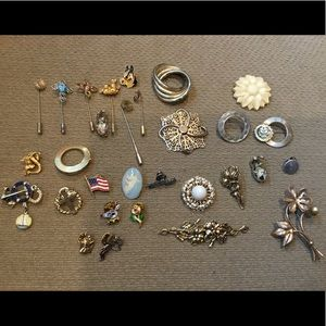 30 Brooches